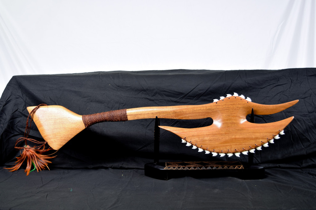 Hawaiian battle axe Mahogany shark teeth tooth weapon Polynesian